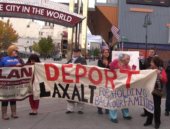 Protestanen contra del Fiscal General de Nevada PaulLaxalt