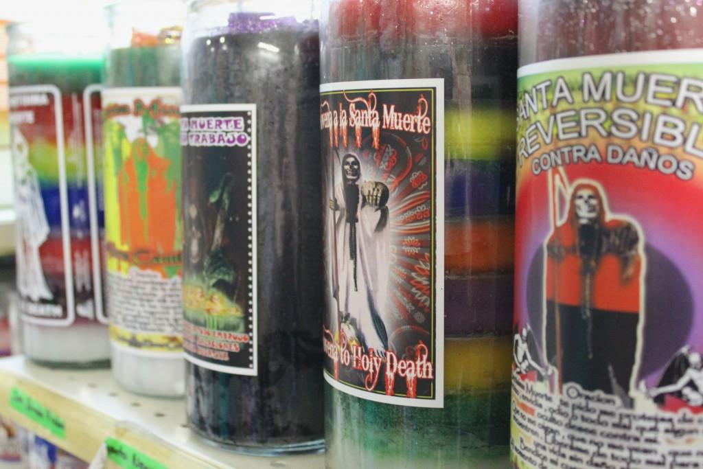 La Santa Muerte es una de las veladoras más populares de la tienda. Esta veladora se usa para protección.