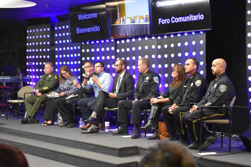 Los panelistas fueron miembros de las fuerzas de seguridad de Reno, el concejal Oscar Delgado y Carina Black del Centro Internacional del Norte de Nevada. CREDIT: Natalie Van Hoozer