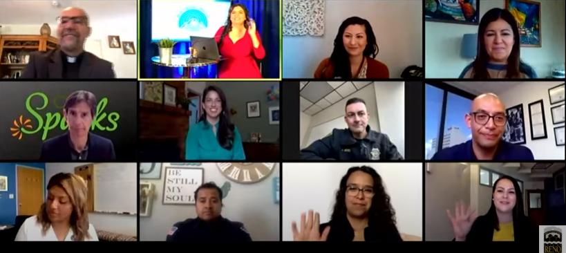 Funcionarios usan YouTube para comunicarse con la comunidad Latina en español