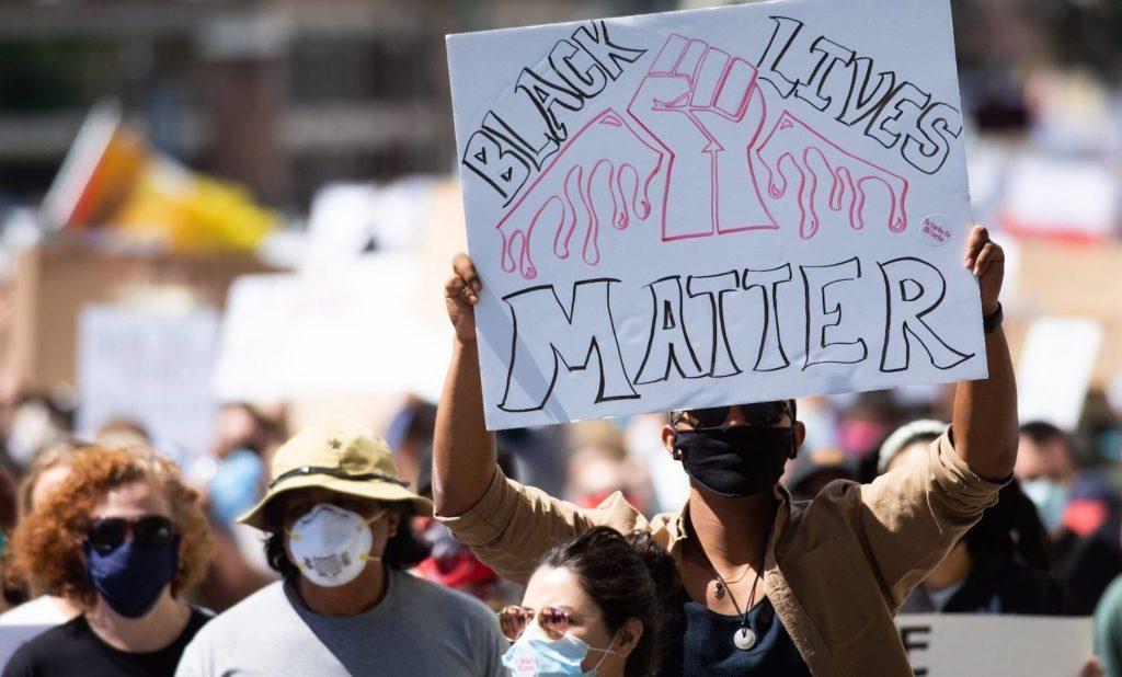 Manifestantes en Reno contra la violencia policial