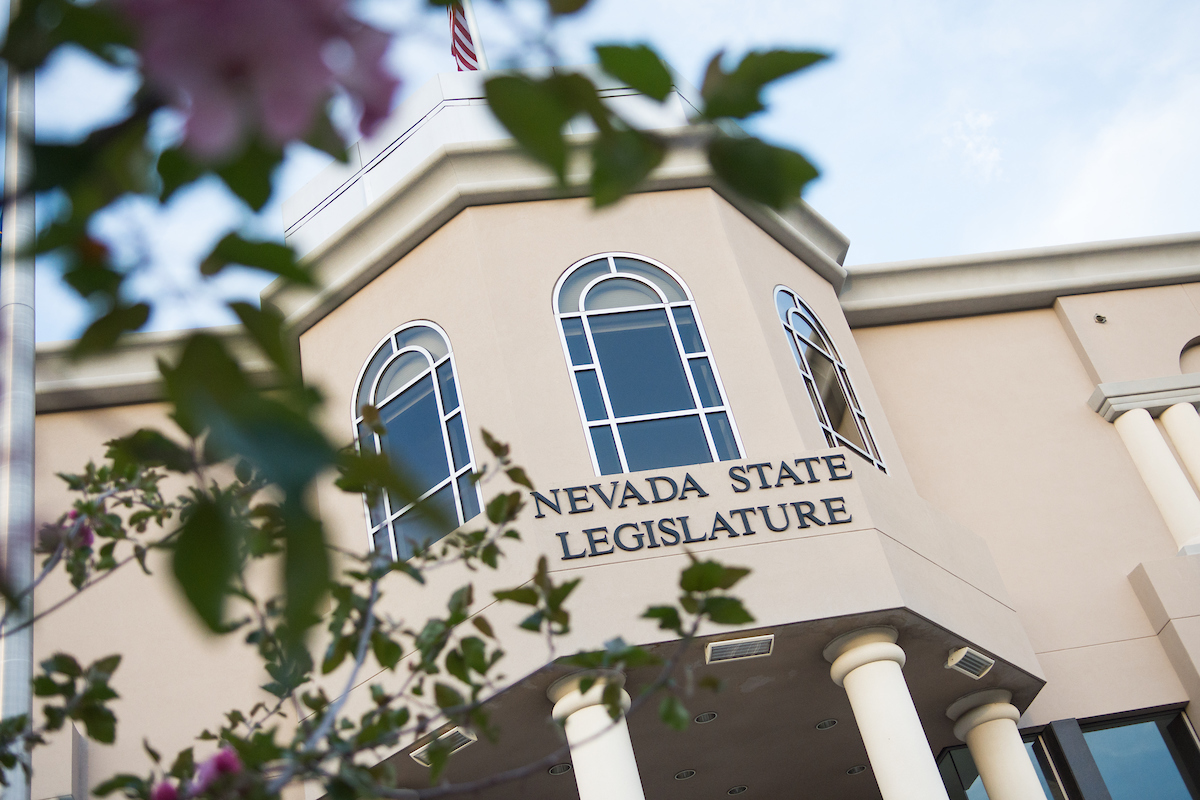 Exterior del edificio de la Legislatura de Nevada.