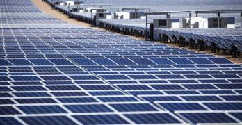Paneles solares en las instalaciones de la montaña Copper