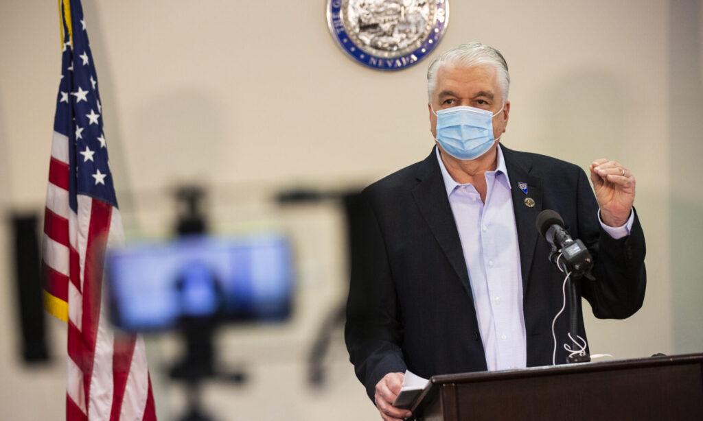 Gobernador de Nevada Steve Sisolak con mascara