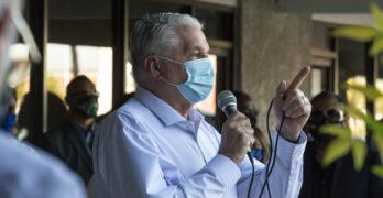 Gobernador de Nevada, Steve Sisolak, dirige un discurso