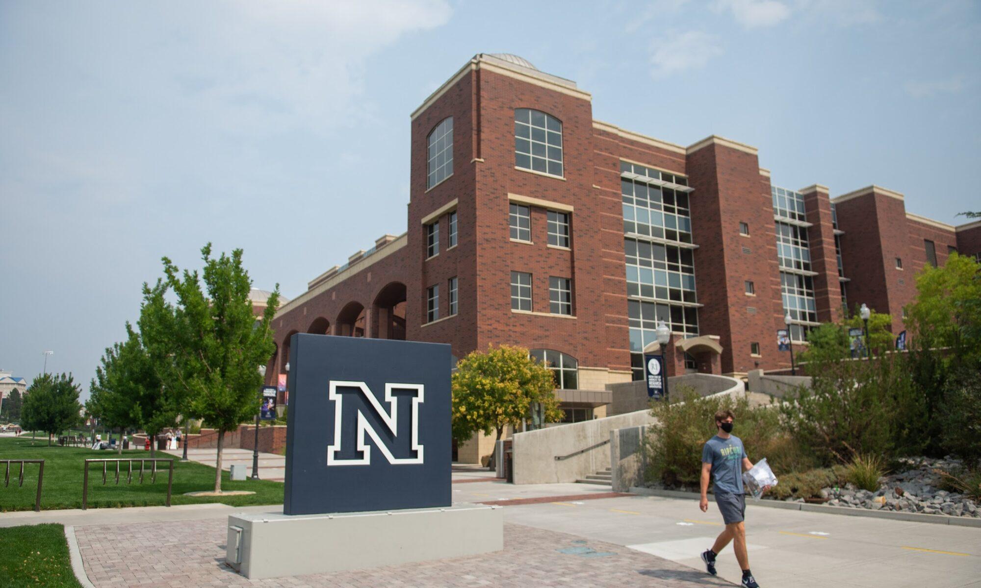 Un edificio de una universidad