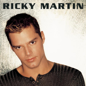 portada de album con foto de Ricky Martin